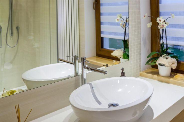 Dom w kolorze bialym - dom w bieli - mieszkanie kolor bialy  Zobacz więcej na www.amarantowestudio.pl