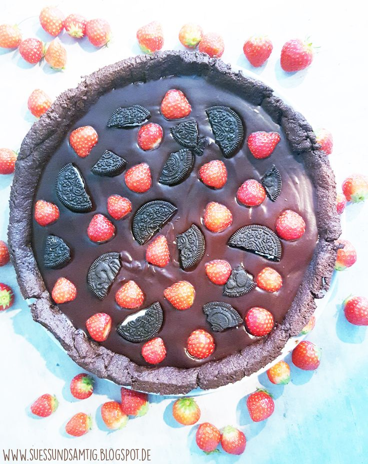 Schoko-Erdbeer-Tarte mit Oreo-Stücken | Süß & Samtig
