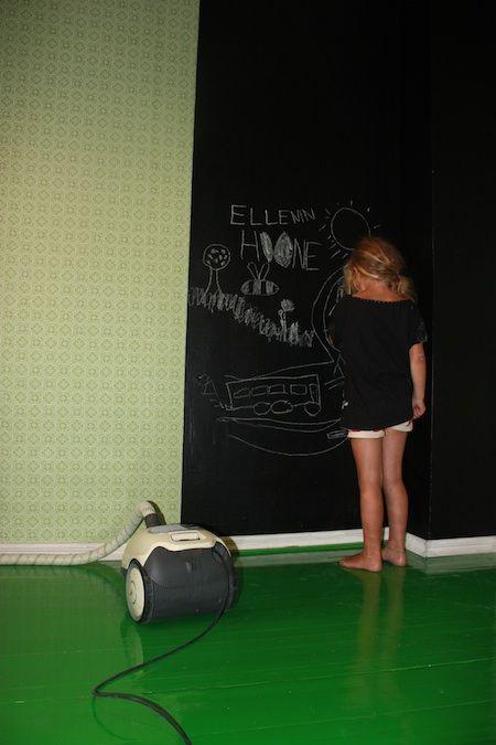 Wallpaper Atomi by Tapettitalo  (Koulun lattia narisee)