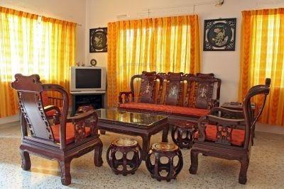 Sala con Muebles Antiguos