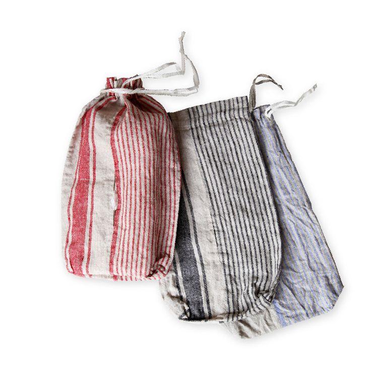 ティッシュボックスカバー _ フロウの通販。インテリアに馴染むリーノエリーナのティッシュカバー。巾着型でフックに掛けられます。柔らかなリネン製。