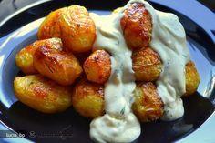 Pentru cartofi Puneti 10 min, la fiert, cartofii curatati de coaja in apa cu sare peste care presarati cateva fire de marar verde ( 2- 3 fire). Scurgeti si lasati sa se racoreasca putin. Puneti-i intr-un bol, stropiti cu ...