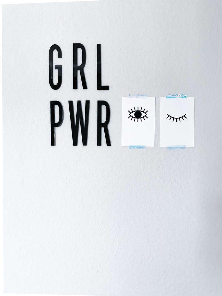 Design Freebe: Lade dir die kostenlosen Printables Awake | Asleep für Poster und Postkarten auf paulsvera.com runter. Augen Poster Printables | Freebie | kostenloser Download
