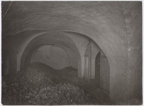 1919 Kelder van het voormalige klooster Mariënhof voor de restauratie