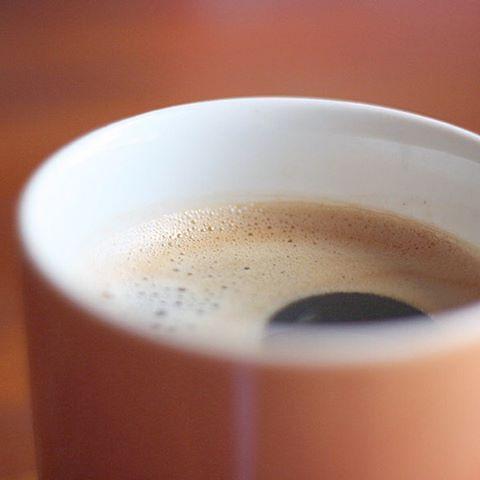 . . ゆったり一人時間 ココナッツオイルを 少し入れた 珈琲 . おやつは… アーモンド リスみたい(笑) . おいし(*^^*)♪ . . #珈琲 #coffee #ココナッツオイル #coconut oil #お休み #ひとりじかん #おうちカフェ #マグカップ #team_jp_ #team_jp_西 #team_eos #のんびり #Instagramjapan #ドルチェグスト