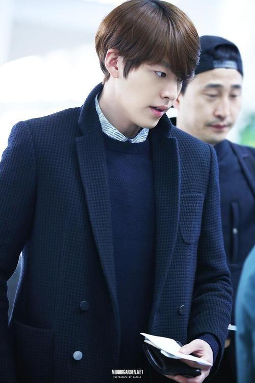 11 03 2014 Kim Woo Bin Gimpo Airport