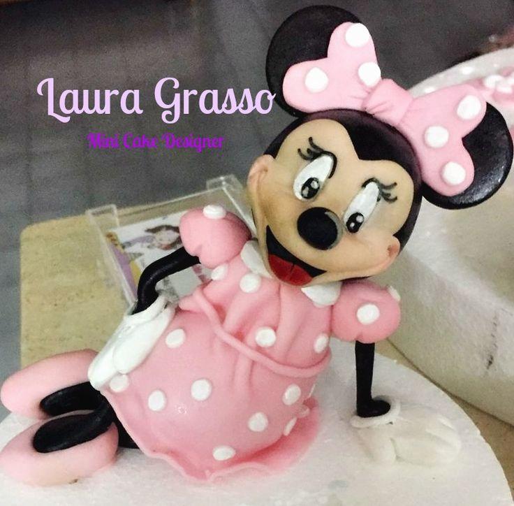 Minnie modellata in pasta di zucchero