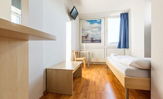Direkt an der Hammer Kirche in Hamburg befinden sich die günstigen Übernachtungsmöglichkeiten A&O Hotel & Hostel Hamburg Hammer Kirche. Jetzt buchen!