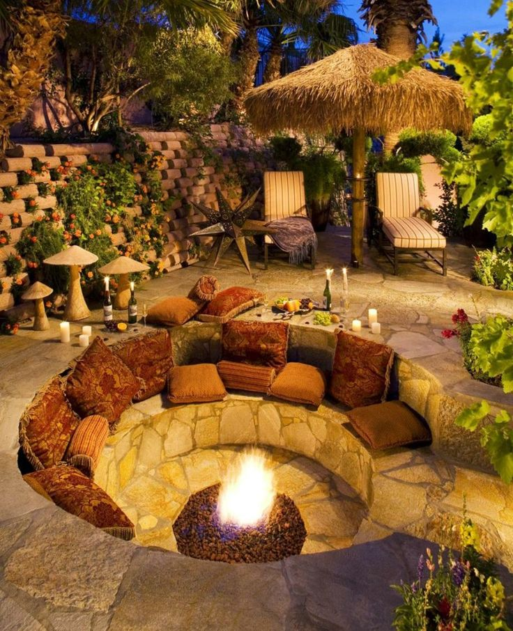 Lebende kreative Ideen für einen versunkenen Platz im Garten mit Feuergrube