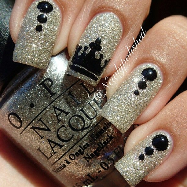 crown - nail art ideas