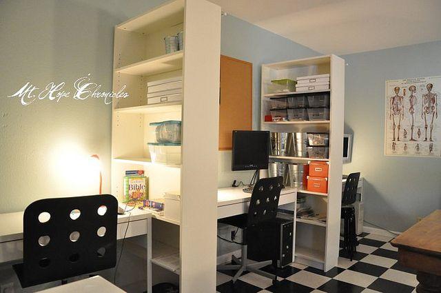 本棚で区切るのいいかも! like this idea of desks separated by book shelves. nice if you don't have 11 homeschool students.