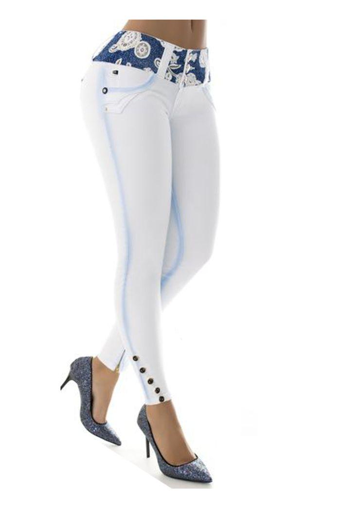 Los vaquero Blanco push up, son ampliamente conocidos por el efecto pum-up que incorporan un nuevo estilo gracias al diseño de pinzas laterales, creamos un patrón exclusivo para controlar el abdomen #Vaqueroscolombianos#Vaquerospushup #jeanspushup#Vaquerospitillo#pantaloncolombiano #tejanos los consigues en www.hadabella.com