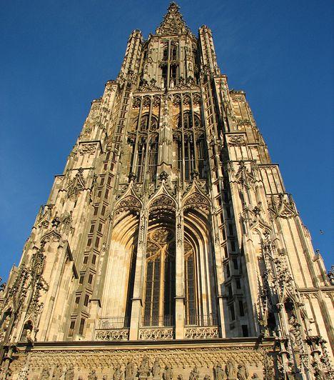 A világ 20 leghatalmasabb látnivalója A legmagasabb keresztény templom Az evangélikus és gótikus építészet csodája, egyben Németország egyik legismertebb temploma, a 161,53 méter magas ulmi székesegyház a legmagasabb a világ keresztény templomai közül.