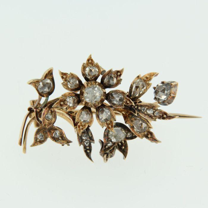 Online veilinghuis Catawiki: Rood gouden tak broche met dikke roos geslepen diamanten