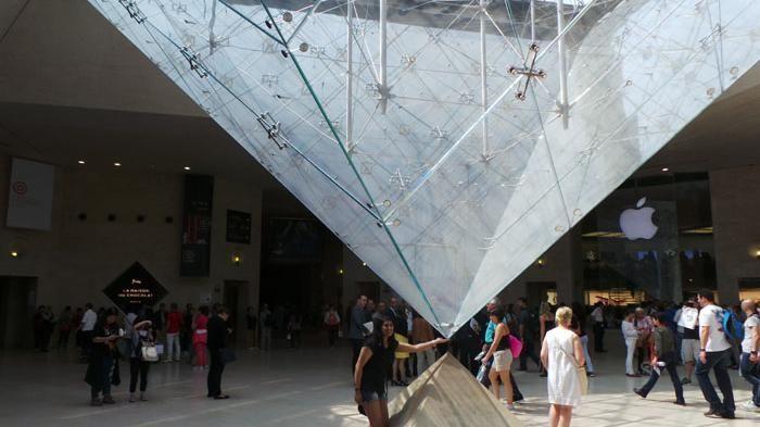 Museum Louvre Prancis - Ramai Dikunjungi, Ada Misteri Apa di Piramida Terbalik…