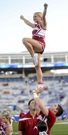30 photos of Alabama cheerleaders at Alabama vs Kentucky game