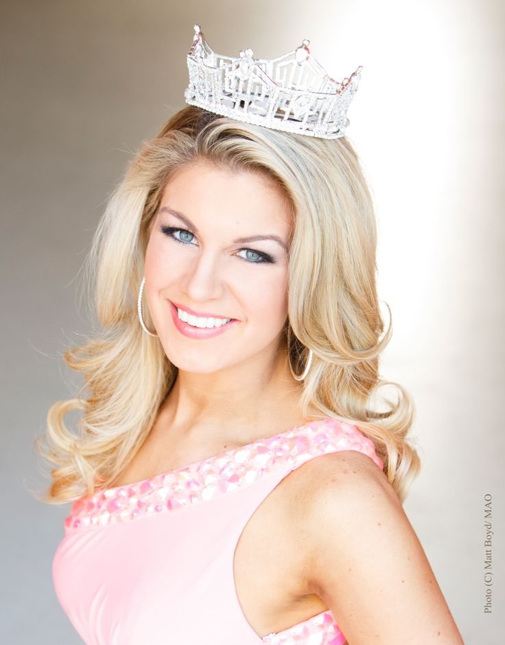 Miss America 2013 Mallory Hagan of New York ... Opelika, Alabama born and bred!!!  Another sobbing moment in front of my tv.  Sweet southern family!!!