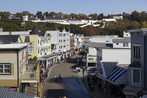 mackinac island hispanic singles If you're looking for latin or hispanic singles in the us then elitesingles can help  we pride ourselves on bringing like-minded people together and creating.