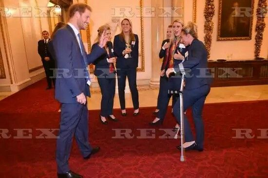 Team GB and ParalympicsGB Olympic medallists reception, Buckingham Palace, London, UK - 18 Oct 2016  Prince Harry and the ladies hockey team with Susannah Townsend on crutches  18 Oct 2016