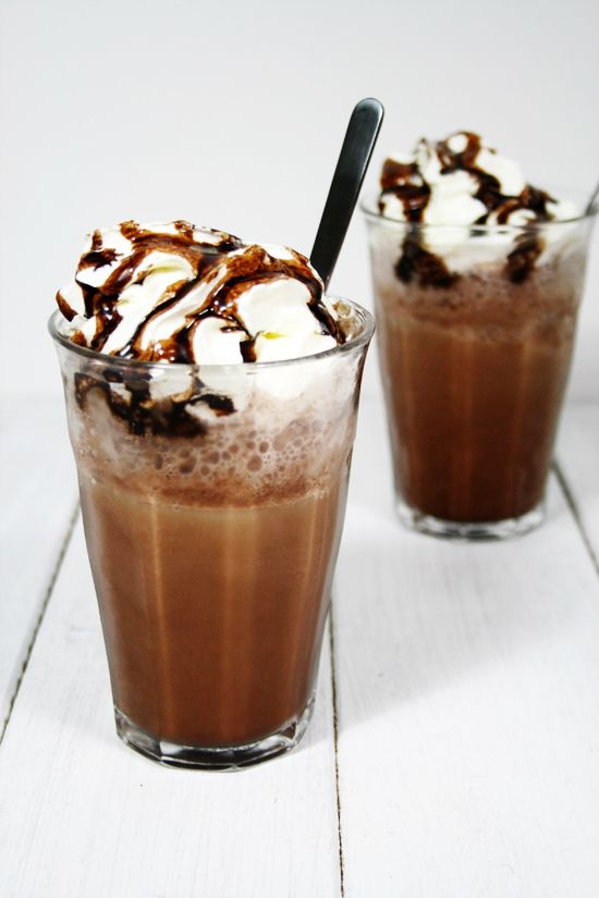 Supporting Tom's coffee addiction #1: Homemade Mocha Frappe - By Wilma