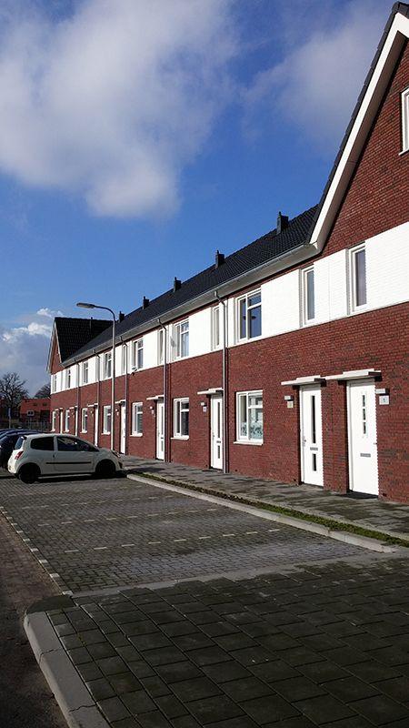 03 Gevel, parkeren, kleuren van huis in stenen en dakpannen