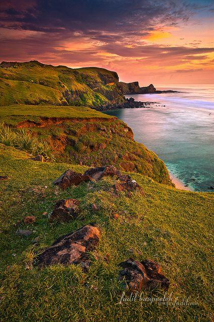 East Coast, Kuta Lombok Indonesia by Fadil Basymeleh, via Flickr      Tag: Landscape, Seascape, Photography, Photographer, Beach, Indonesia, Lombok