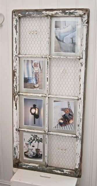 Idée rangement et récup : vieille porte-fenêtre recyclée avec du grillage à poules, en porte-photo et rangement boucles d'oreilles...