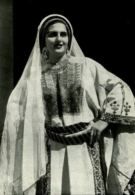 Old picture of a Palestinian woman