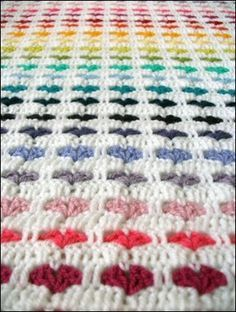 Rainbow hearts...so sweet! There is both pattern and diagram.