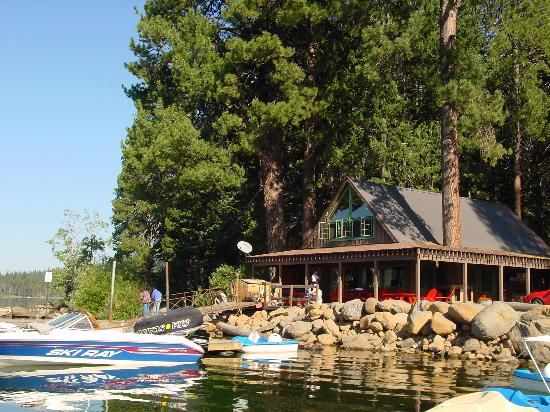 Lake Of The Woods Resort In Southern Oregon Lodge Cabin Rentals Boat And Tons Fun Great BBQ Music