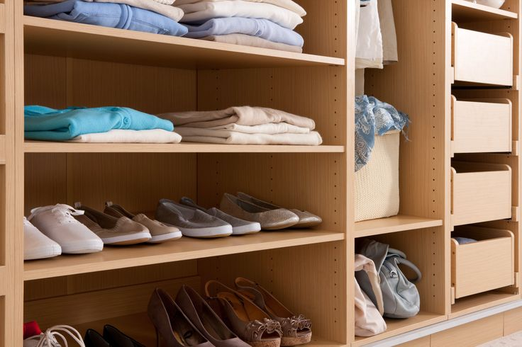 Flatpax wardrobe shelves and drawers - so neat! #wardrobe #wardrobeinterior #flatpackwardrobe #wardrobeshelves #wardrobedrawers #oakwardrobe