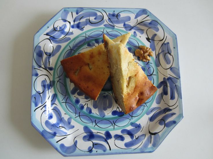 Cake with Pears, Walnuts, Ricotta and Ginger http://easyitaliancuisine.com/2014/04/07/cake-pears-walnuts-ricotta-and-ginger/ www.easyitaliancuisine.com