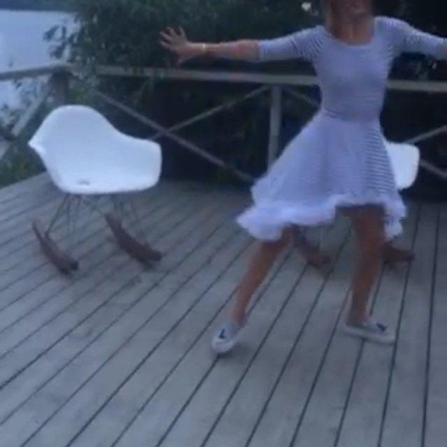 @natashazinko ! В твоем платье все время так и тянет танцевать! #ялюблюсвоюработу #провелапраздникудрузей #исамаповеселилась