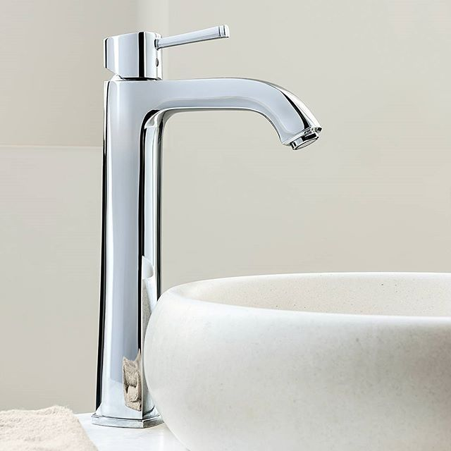 Purist, simple and yet extravagant. Clean, square and yet round. Timeless, classic and yet modern. The GROHE Grandera tapware collection reconciles traditional opposites in one harmonious design.