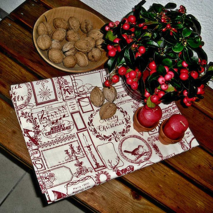 Ubrus+vánoční+60x60+Bavlněný+ubrus+s+potiskem+vánočních+motivů.+Vínový+tisk+na+smetanové.+Rozměr:+cca+60+x+60+cm+Zboží+je+opatřeno+originální+visačkou+(viz.+profil)+Ostatní+dekorace+je+neprodejná+a+není+zahrnuta+v+ceně.+Výrobek+byl+vytvořen+s+láskou+v+nekuřáckém+prostředí+bez+zvířecích+alergenů+:-)+