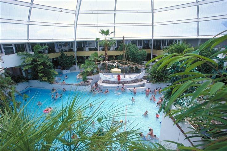 Er zijn ongelofelijk veel leuke ontspanningsmogelijkheden: lekker zwemmen in het tropisch zwembad of gillen van plezier in het ballenbad. Beleef de ultieme kick in de Black Hole glijbaan van de subtropische Aqua Mundo - toegang is gratis voor de parkgasten. In #vakantiepark De Haan zult u zich geen moment vervelen, dat is zeker! Combineer de ultieme kick van de Black Hole #glijbaan met relaxen in Sauna & Wellness. Vakantieresort De Haan biedt u al het beste van een #subtropisch zwembad.
