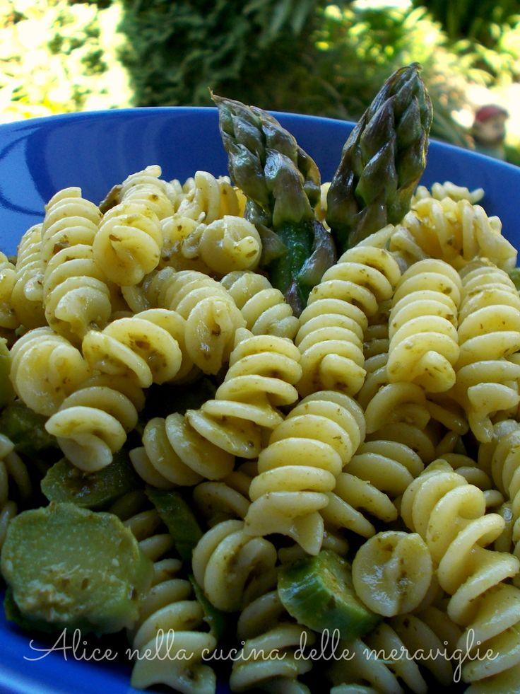 Pasta con asparagi e pesto, ricetta primo piatto vegetariano