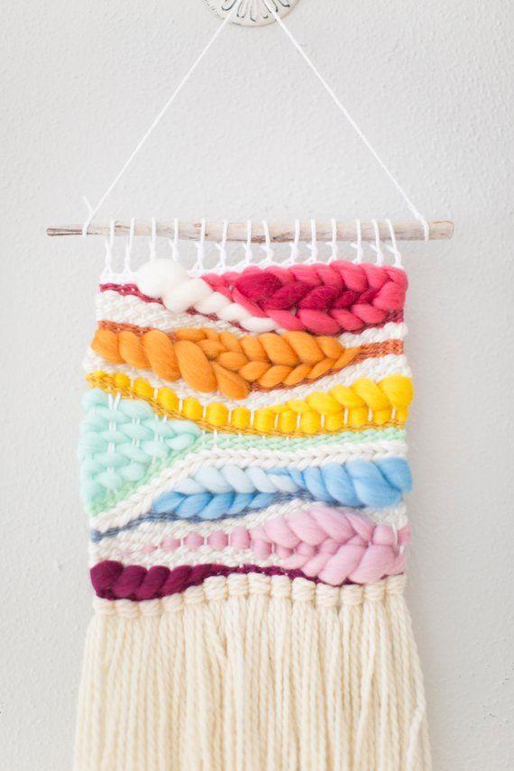 The Dragonfly tapeçaria \ Weave \ MTO  tapeçaria de parede  tapeçaria  rainbow bebê decoração  rainbow nursery decor  handwoven arte da parede