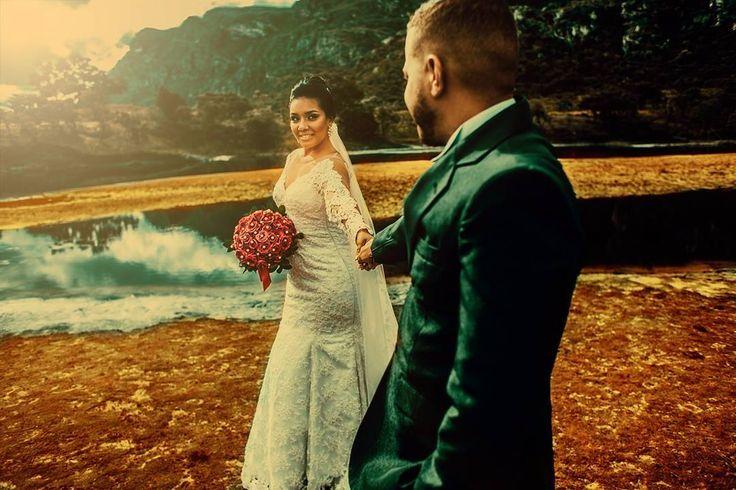 Segura a minha mão bem forte, bem firme, porque de mãos dadas com você eu sei aonde eu posso ir, e sei como vou chegar, e eu sei que vou chegar. #wedding #weddingdress #weddingday #theday #noiva #vireinoiva #casamento #casandoembh #hair #makeup #cerimonialista #blogueira #blogdecasamento #madrinhas #lagoasanta #bomdia #bomdiaa #fotografiadecasamento #fotografodecasamento http://gelinshop.com/ipost/1521664504634459971/?code=BUeCc4KDsdD