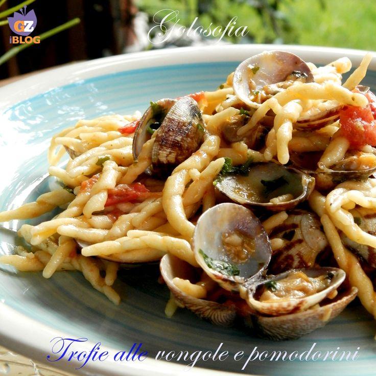 Trofie alle vongole e pomodorini, un piatto fantastico!! grazie alla cottura della pasta nell'acqua delle vongole, che regala un gusto straordinario..
