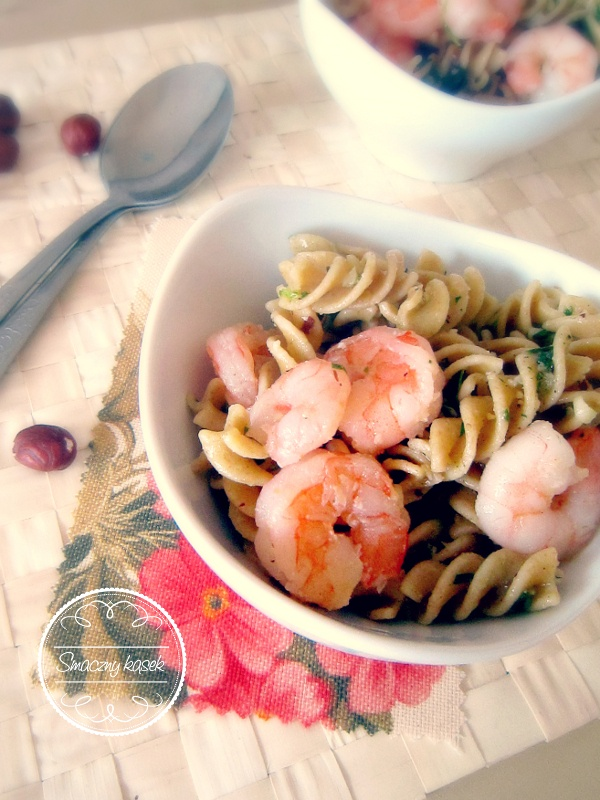 Pasta with shrimp and parsley pesto... Do you wanna try? :)