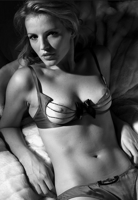 Hot lesbians get naked in bed