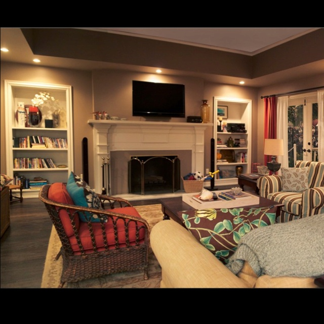 The Dunphy House In Modern Family Has A Great Room Love Built Ins