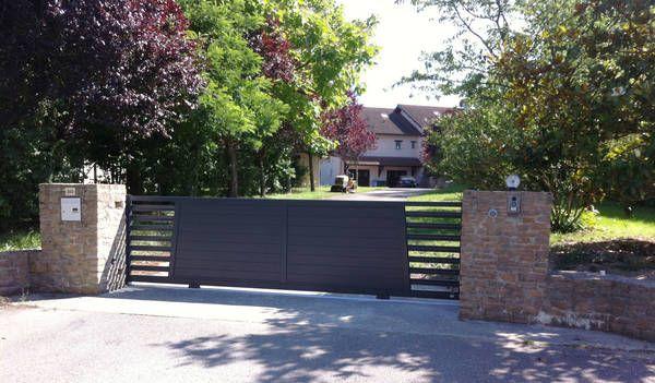 Ce très beau portail coulissant ALGA 4 clôture et sécurise votre entrée sans cacher votre propriété. ALGA 4, collection Révélation, Horizal http://www.lesportaliers.com/portail/photo-portail-coulissant-aluminium-alga-4,445.cfm