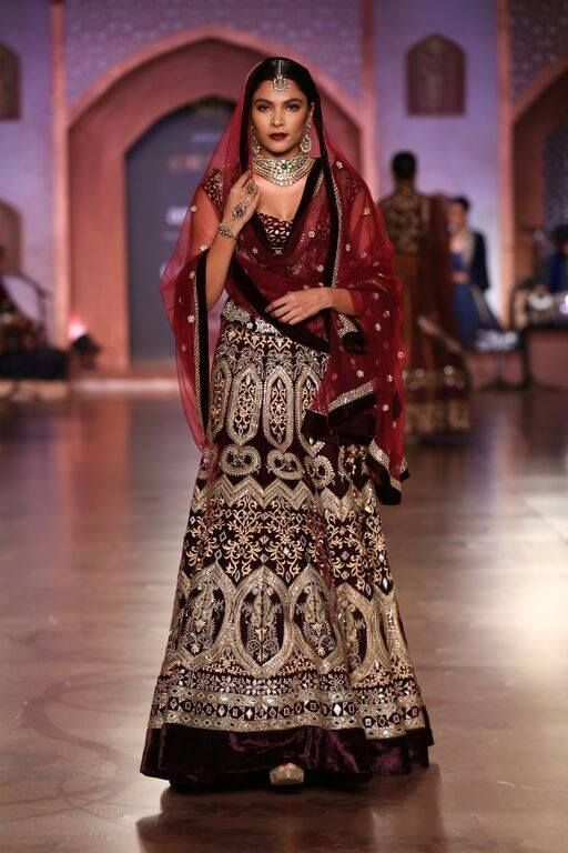 From Reynu Taandon's gorgeus Shahbanu Collection at AICW 2015