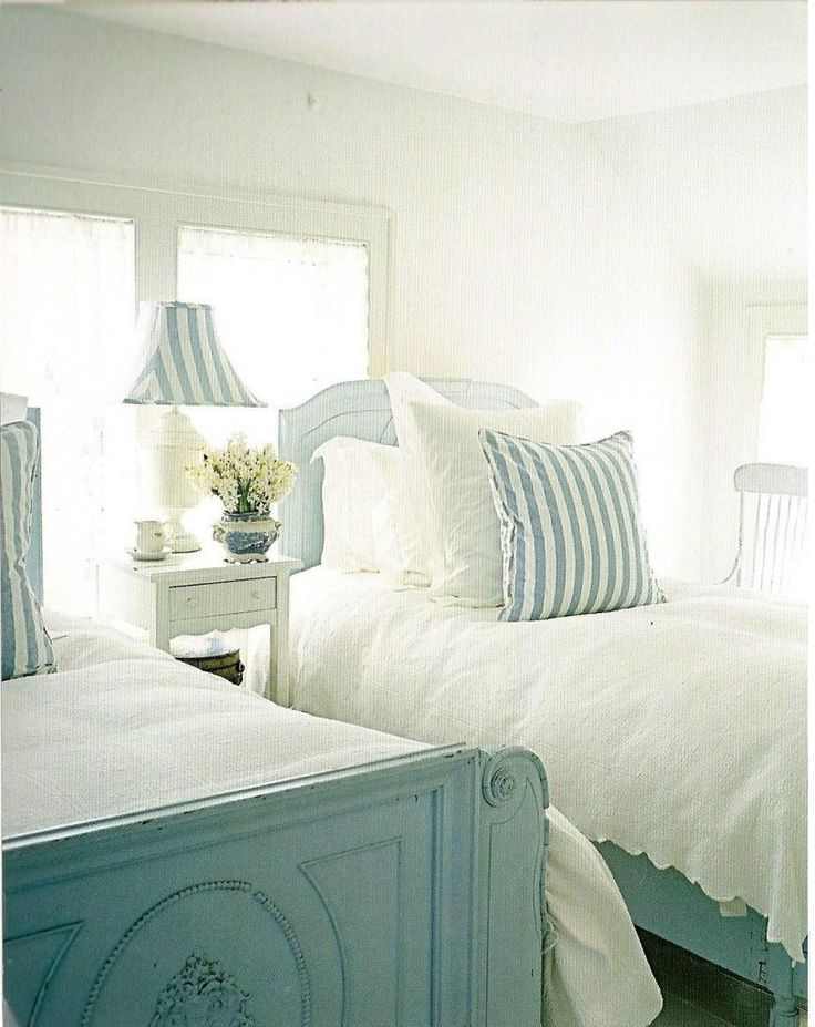 Pretty beach cottage bedroom: