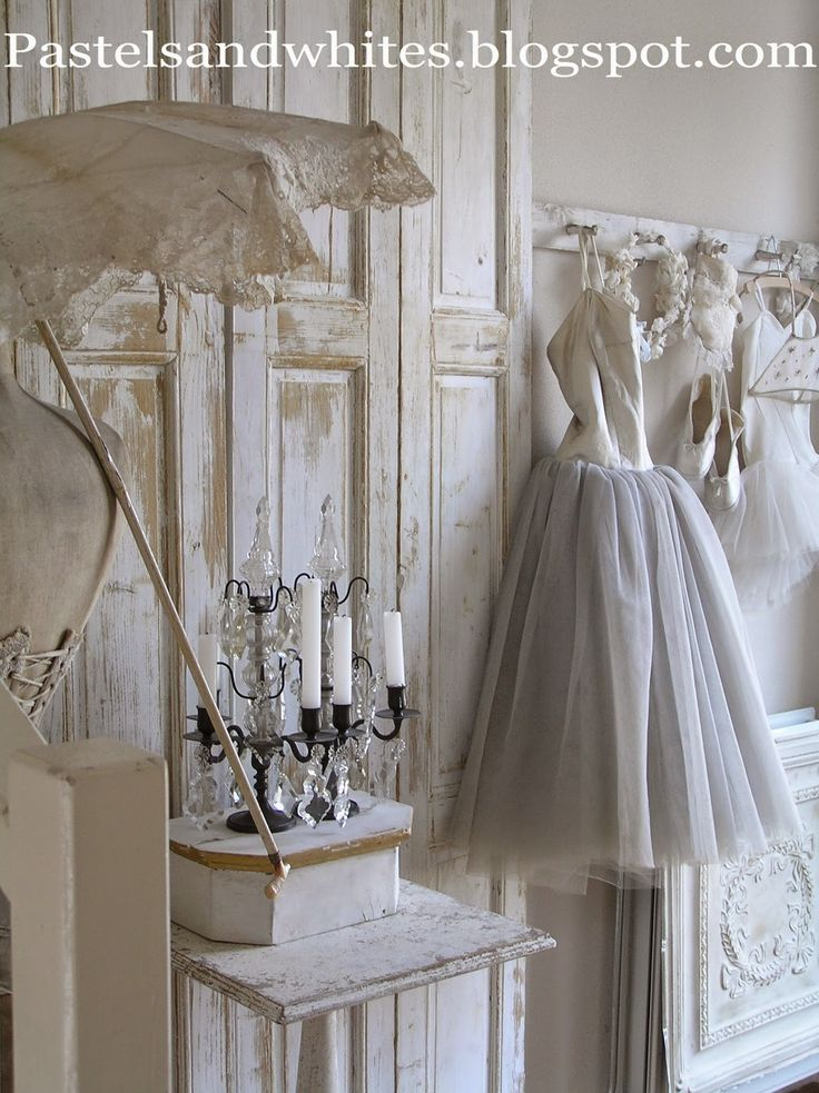Pastels and Whites: augustus 2014