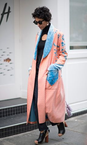YASMIN SEWELL, STREET STYLE, FASHION WEEK, ROBE, DENIM, BLOCK HEEL, SUNGLASSES, LUXURY FASHION