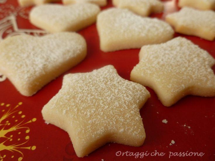 I biscotti White Christmas sono veloci e friabili. Ideali per un regalo homemade. Conservare in una scatola di latta. Con queste dosi ho fatto tre infornate
