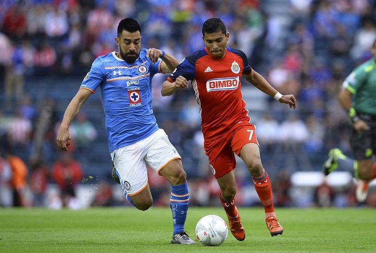 CRUZ AZUL, DEBAJO DE CHIVAS EN DESCENSO 2016-17 Gracias al empate que sumó este fin de semana ante Pachuca, el Gaudalajara se coloca en el lugar 11 de la tabla para no perder la categoría la próxima campaña.